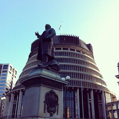 Richard Seddon Statue & The Beehive - Parliament, Wellington