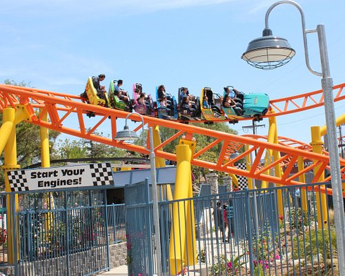 Race the the finish line on Rewind Racers!