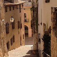 Lugar excelente para pasear por sus pequeñas calles y tomar algo relajadamente. Muy cerca del ca