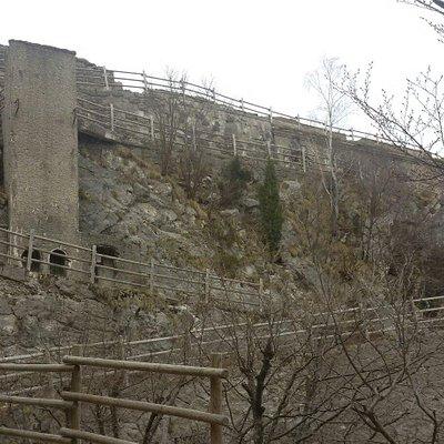 Forte del Monte Festa visto dal basso.