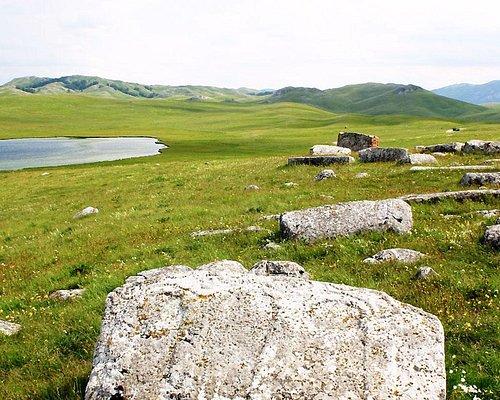 les tombes et e lac