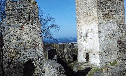 """Pohled na """"vyhlídkovou"""" věž (vpravo)"""