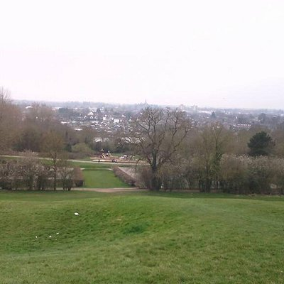 Great views of Leamington town from Newbold Comyn