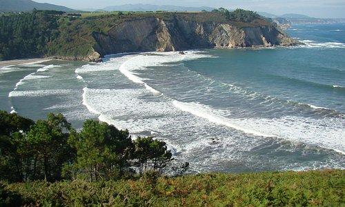 La playa preciosa playa de Cueva, que está a 200 metros del hotel.