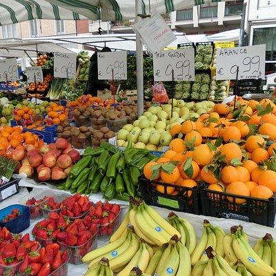Viale Papiniano Market