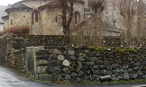 Eglise Saint Michel et son clocher à peigne