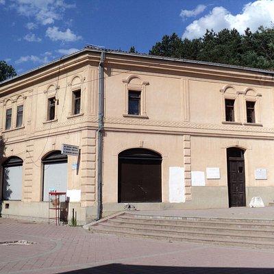L'entrée du musée de fait par derrière