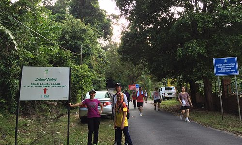 Signboard at the main track up to the Bukit Pelindung