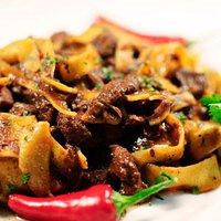 Pappardelle al ragù di cinghiale fatte scrupolosamente con la ricetta tradizionale della Sila