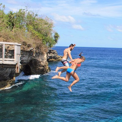 Amazing cliff jumping