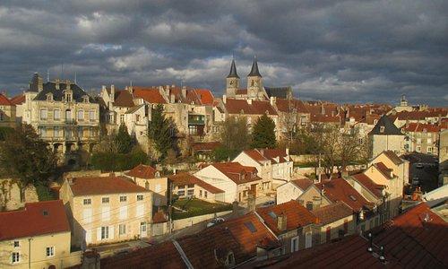 vue sur Chaumont Hte-Marne au loin l'église St Jean