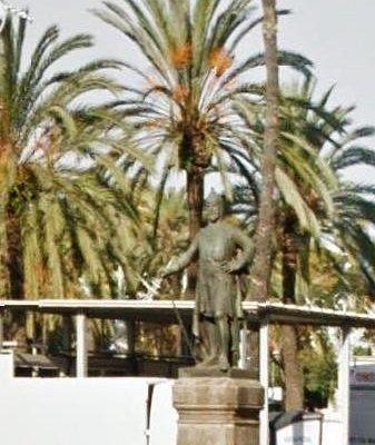 Passeig Lluís Companys: Monumento a Roger de Lluria...