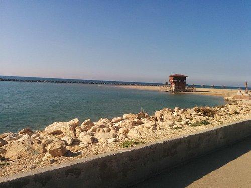 חוף מרידיאן באחד מימי החורף, שקט ושמשי