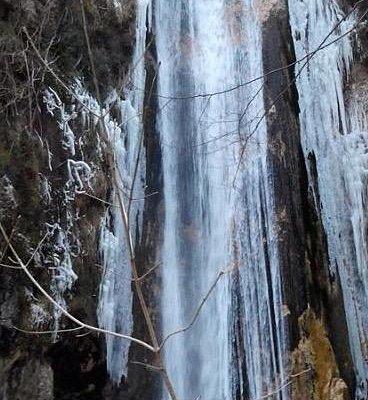 La cascata ghiacciata