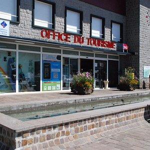 A 2 pas du centre-ville et du lac, l'Office de Tourisme est ouvert du lundi au samedi, le dimanc