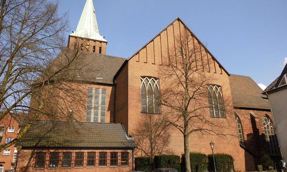 Die St. Vincentius Kirche von außen betrachtet. April 2016.
