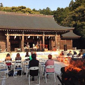 近くの神社 ここの大将がたまに開く音楽フェス