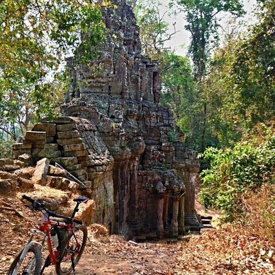 Angkor Wat on a bicykle