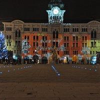 L'antico Municipio che domina piazza Unità d'Italia