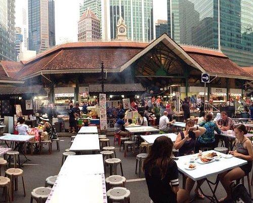 Fermeture de Boon Tat St pour y installer des tables