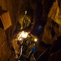 In der Höhle unterwegs.