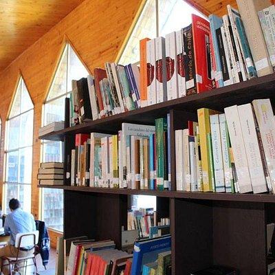Más de 16 mil títulos bibliográficos