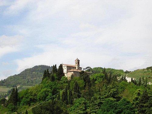 Veduta del Santuario della Beata Vergine del Monticino ripresa dal Colle della Rocca