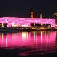 Das Lentos Kunstmuseum bietet moderne und zeitgenössische Kunst in besonderem Ambiente.