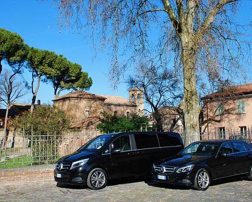 Mercedes E class e Mercedes V class con monumento UNESCO Galla Placidia di Ravenna sullo sfondo