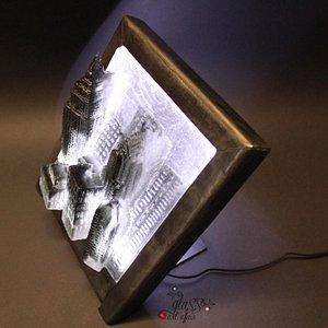 Tecnica: Pate de verre, supporto in acciaio brunito ed illuminazione led. NEW YORK CITY - SKYLIN