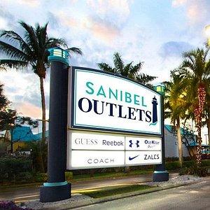 Sanibel Outlets entrance