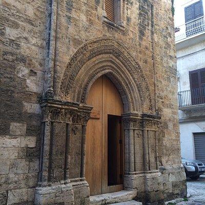 lo spettacolare portale gotico/catalano