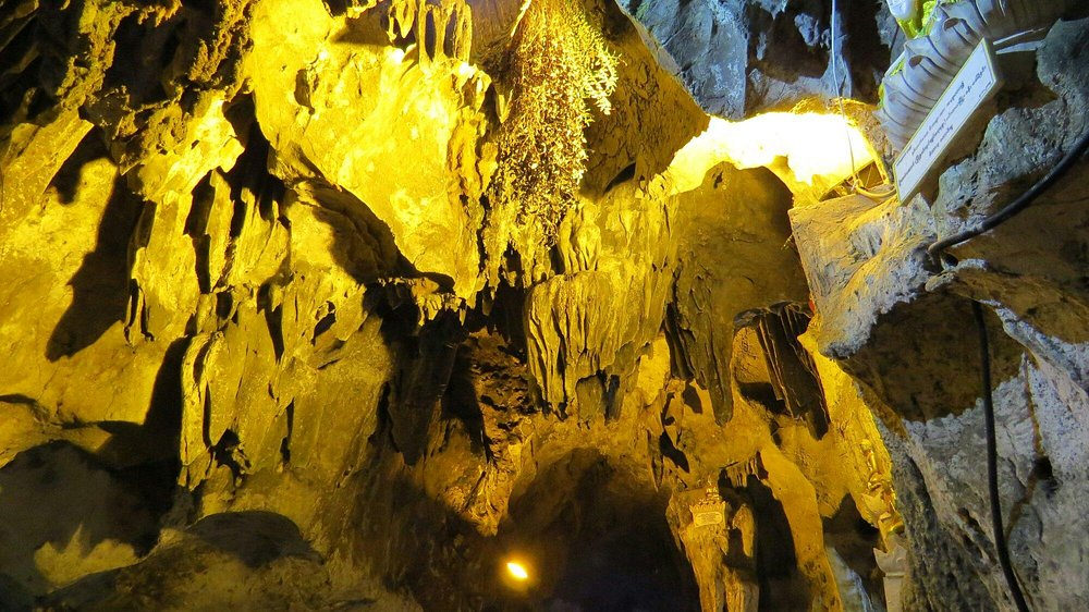 Although the cave is more than 400 feet long but I prefer  Paike Chin Myaung Cave in Pwin Oo Lwi