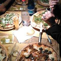 Mangiando un'ottima pizza