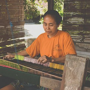 A local woman demonstrating the long held tradition of handweaving Sasak textiles