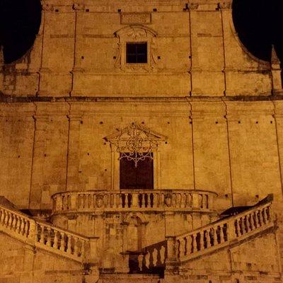 Chiesa SS. Trinità con scalinata barocca