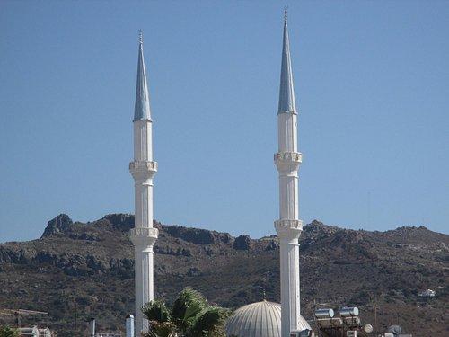 Turgutreis Merkez Cami minareleri