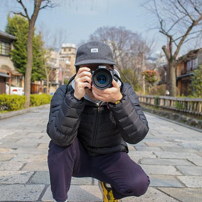 Photoshoot and guide tour in Kyoto with professional photographer