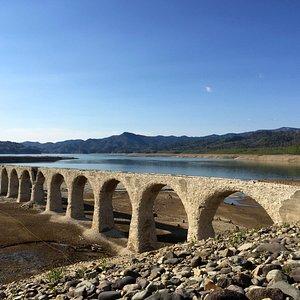 春のアーチ橋