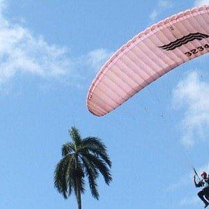 Escuela de vuelos de parapente en Moa, parapentemoa, cayo chiquito, Cuba, Vela