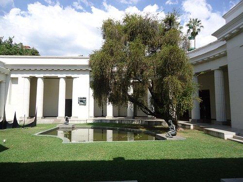 Jardín central del museo