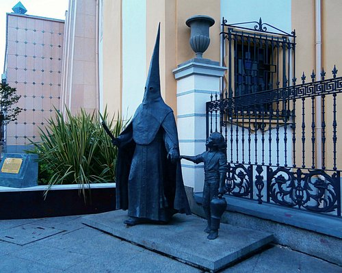 Otra perspectiva de las esculturas.