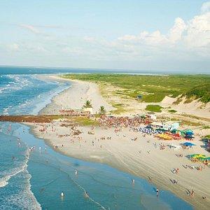 Visão aérea da ilha onde ficam os bares e praia dos pescadores.
