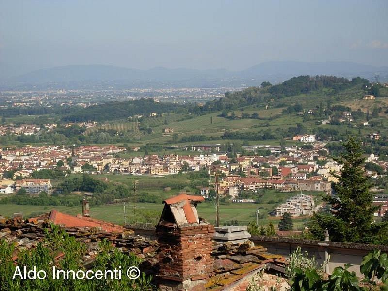 Castello di Tizzana: la pianura pratese da Tizzana