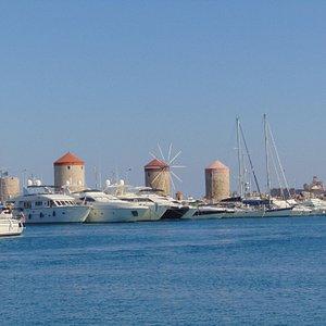 Ветряные мельницы в порту