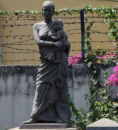 Ghurni clay statue