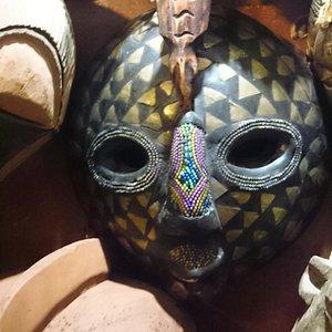 Eine der Masken