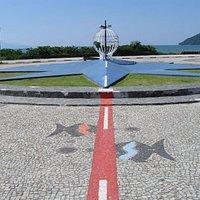 Linha vermelha onde passa o Trópico de Capricórnio