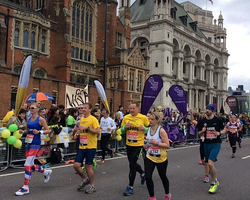 More fun runners being cheered on.