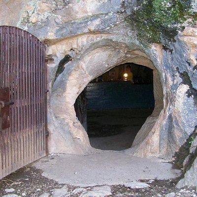 Cueva de la Pileta, entrance